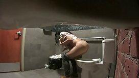 دمية يستمني في افلام سكسي اجنبيه الحمام مع ضغط المياه