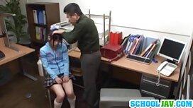 الفتاة ، بينما تنطلق ، سكسي افلام اجنبية مترجمة تملأ راحة يدها إلى المهبل