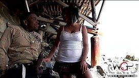 المتأنق ينظر إلى الحمار امرأة والملاعين إيما مايو في افلام اجنبيه رومانسيه سكسيه موقف الفارس